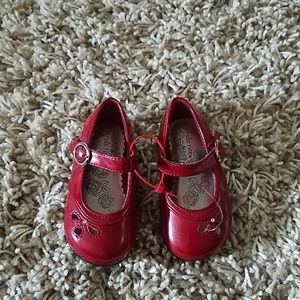 Red patent girls mary jane dress shoes